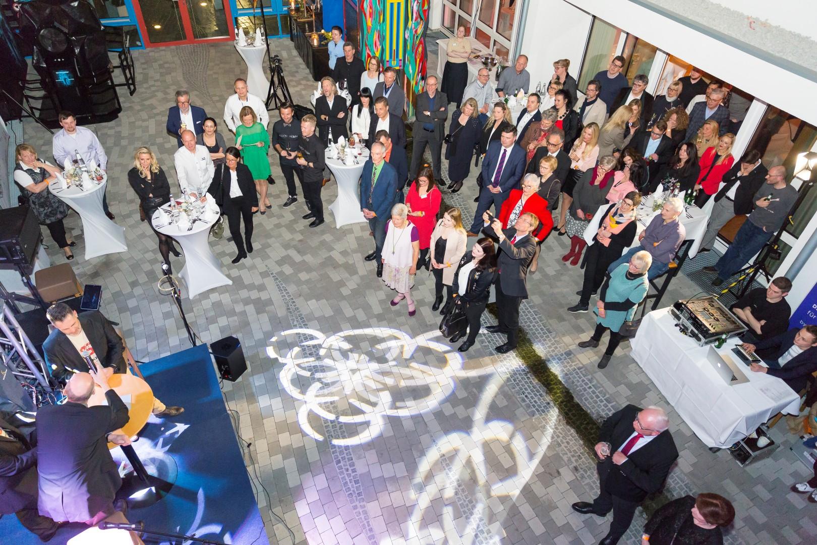 """Charity-Nacht """"Superkraft"""" bringt 9.000 Euro für lokale Einrichtungen"""